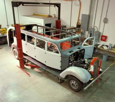 Ford moderniserar klassiska White Red Bus