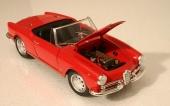 En förföriskt röd 1959 Alfa Romeo Giulietta Spider i skala 1/18 från Ricko