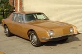 """Denna 1963 Studebaker Avanti R1 var till salu för $14.500 hos en bilfirma i delstaten New York. Man ansåg att bilen var i """"excellent skick, den kom från California, hade ett mycket vackert underrede och hela bilen var utan rost"""". Det sistnämnda kanske inte är så konstigt. Som flertalet av våra läsare känner till är karossen i plast, precis som alla Corvette!"""