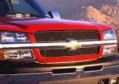 Den nya elaka fronten på Silverado kännetecknas av den kraftiga horisontella balken med Chevrolet-symbolen. Där bakom skymtar man det omättliga gapet!