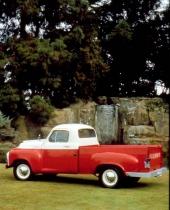 """Med originalkulörerna """"Cherokee Red"""" och """"Shasta White"""" är det en mycket ovanlig vagn, och var - även 1955. Färgerna introducerades inte förrän långt in på modellåret."""