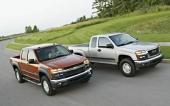 Här rusar de nya båda tvillingarna Chevrolet Colorado och GMC Canyon fram, sida vid sida.