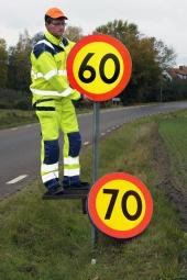 Vägverket har på senare tid slösat bort en massa pengar på att justera fartgränserna upp och ner. Foto: Johan Ardefors.
