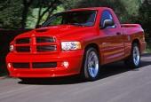 Skall Du öppna ett företag för expressfrakter? Då är Dodge SRT-10 rätt fordon. Här når Du 100 km/tim på fem röda sekunder!