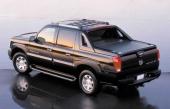 Pickup-flaket har en snygg lucka som är delningsbar och gör Escalade EXT nästan till en personbil med bagageutrymme! Observera det stora bromsljuset i takets överkant.