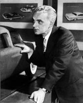 Virgil Exner i designstudion hos Chrysler Corporation.