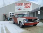 Det är Country Classic Cars som begär $7.450 (63.000 kr) för denna 1965 Ford Mustang GT Coupe. Tullad i Göteborg har den kostat dig närmare 100.000 kr! Att det är en GT är svårt att bekräfta.