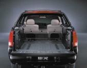 Med modellens Midgate nedfälld och baksätet ihopfällt, bildas enkelt ett 8 fot långt lastflak. Från direktörsexpress till kreaturstransport med några enkla handgrepp! Snacka om flexibilitet.