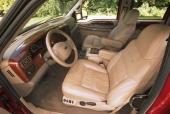 Så här goda utrymmen borde det vara i varje normal personbil! Elegant, smakfullt och bekvämt. En lyxbil i långtradarstorlek!