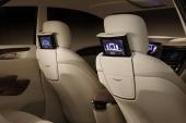 Numera vanligt på allt fler nya bilar, med infällda skärmar i framstolarnas ryggstöd.