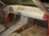 Trots plastkaross har Avanti en stålstomme, bland annat för att bära upp taket. Vad sägs om höger vindrutestolpe?