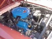 Ett prydligt motorrum i 1966 Ford Mustang GT.