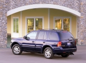 Diskret är honnörsordet för Bravada även rakt akterifrån. En lyxutrustad bil, byggd för att verka utan synas!