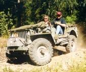 Alla terrängbilars urmoder! Amerikanska Willys MB tillverkades i nästan 600.000 exemplar och anses ha vunnit andra världskriget åt de allierade! Här ett exemplar i originalskick på Enköpings dammiga övningsområde 1999.