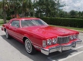 1976 Ford Thunderbird delade grundkaross med samtida Lincoln Continental Mark IV