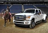 2013 Ford F-250 Super Duty Platinum. En gigantisk lyxvagn och arbetshäst. Perfekt för cowboys som vill leva ett bekvämt liv.