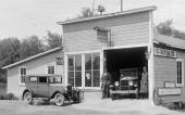 Reitz Auto Service i Friendship, Wisconsin. Bilden är tagen 1928 då den nya Ford Model A ersatte den ålderstigna Model T.