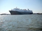 Ett modernt RoRo-fartyg som just trafikerar rutten USA—Holland och oftast med entusiastbilar.