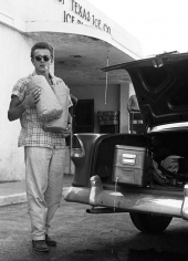 JAMES DEAN POSERAR VID SIN CHEVROLET