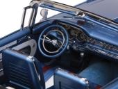 Instrumenteringen på 1959 Pontiac är en fullträff och suveränt återgiven på modellbilen.