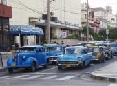 En normal gatbild från Havanna.