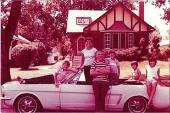 Familjen samlad på 70-talet då vagnen användes som bruksbil.