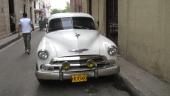 """Tja, grillen är från en 1951 Chevrolet, men den passar inte helt perfekt till motorhuven. Kanske den sistnämnda som bara fått sig en liten """"knyck""""."""