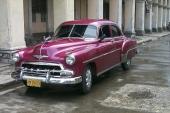 Ännu en vagn i fint skick. En 1952 Chevrolet Styleline med gnistrande lila lackering. Dessutom fin pippi på motorhuven!