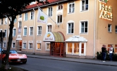 Det var här utanför hotell Arkad som Kjell Gustavsson överfölls och rånades.