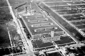 Fabriksanläggningarna i anslutning till huvudkontoret i Kenosha. Bilden är tagen 1927.
