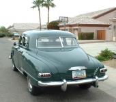 Kommer den — eller går den? Det var frågan en del bilköpare ställde sig vid åsynen av denna 1948 Studebaker Commander Land Cruiser Sedan.