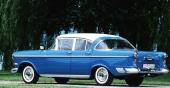 Amerikansk influens på alla punkter. Visst ser vi det nära släktskapet med 1958 Impala Sport Coupe vad beträffar bakrutan, som återfanns på samtliga övriga GM-märken i USA det året.
