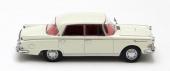 Den lyxiga Borgward P100 uppvisade moderna, strikta linjer. En sober vagn med luftfjädring, avsedd att konkurrera med de lyxigaste modellerna av Mercedes-Benz.