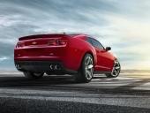 Aktern är detaljändrad med bland annat en ny spoiler för bättre aerodynamik.