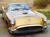 Trots stora exteriörförändringar kan man ana Chevrolet Corvette som utgångsbas.