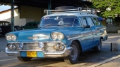 Påminner mig om min barndom! En 1958 Chevrolet Station Wagon med rejält takräcke och extra strålkastare. En trotjänare under mer än 50 år!