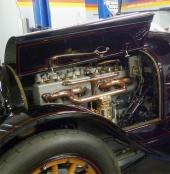 Den 6-cylindriga motorn på 563,7 cu.in. levererade 110 hk, vilket räckte för en toppfart på 144 km/tim – för 100 år sedan!