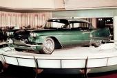 Cadillac Eldorado Brougham som concept-bil. När den gick i begränsad produktion som 1957 års modell, var den detaljändrad. Mest markant var annan utformning av stjärtfenorna.