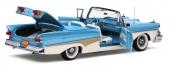 Som sig bör på en modellbil i denna skala, kan både motorhuv, dörrar och baklucka öppnas.