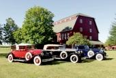 Ofta ställs en del av bilarna ut till beskådande utomhus. Från vänster; Pierce-Arrow, Rolls-Royce och Lincoln.
