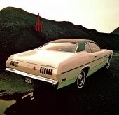 Rundare, mer fartfyllda linjer kännetecknar denna 1971 Dodge Dart Demon.