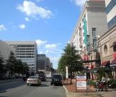 Vi följer Wisconsin Avenue och bilden visar gatan i stadsdelen Heights.