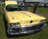 Ytterligare en mycket fin 1958 Buick Limited var denna gula Convertible med mörkgrön sufflett.