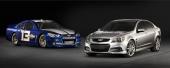 Förlägger man världspremiären till en tävlingsbana, så måste man ju också visa upp den nya bilen i NASCAR-utförande!