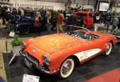 En bilutställning utan en härlig Corvette från 50-talet skulle varit misslyckad!