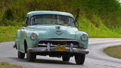 Här kan vi prata om cubansk bruksskick. En tilltufsad och modifierad Chrysler Imperial. Kan årsmodellen vara 1953?