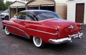 På 1953 års modell höjdes bakluckan varvid den tidigare sluttande aktern övergavs. Även bakskärmarna höjdes och drogs bakåt. Dubbla, vertikalt placerade baklampor.