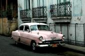 Tveklöst Chevrolet Bel Air, men är det 1953 eller 1954? Som synes har grillen fått ett annat utseende.