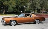 Den framhjulsdrivna Oldsmobile Toronado fick med tiden en ganska konventionell design. Här 1974 års modell.