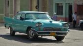 Något mer hanterad är denna 1958 Chrysler som fått originalgrillen utbytt, sannolikt efter en lättare frontsmäll där även stötfångaren böjts.